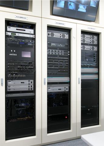 クラブハウスインドアコート内 音響機器架